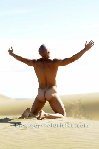 homme-nu-desert