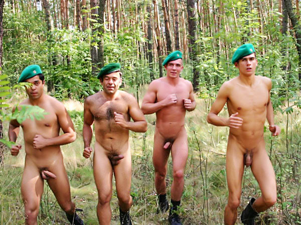 militaire-entrainement-nu
