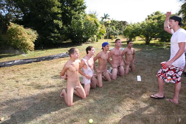 hetero-a-genoux-nus