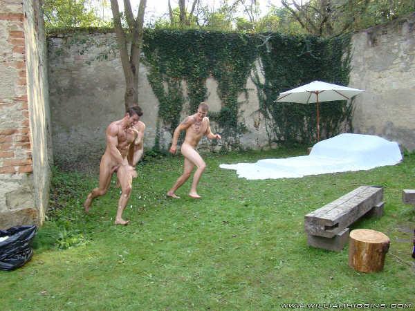 hommes nus jeux