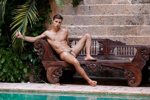 naturiste gay piscine