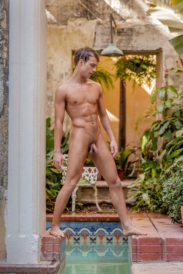 jeune homme naturiste