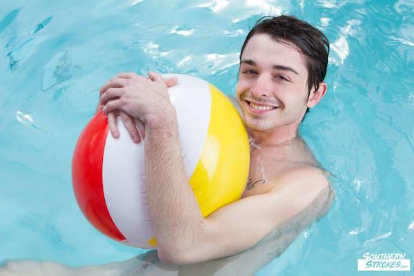 beau naturiste nu piscine